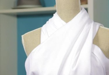 How to Wrap a Two-Shoulder Toga