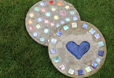 How to Make Stepping Stones From Old Cake Pans