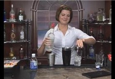 How to Make the Tom Collins Mixed Drink
