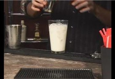 How to Make the Rum Eggnog Mixed Drink