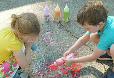 Summer Fun: Squirtable Sidewalk Chalk
