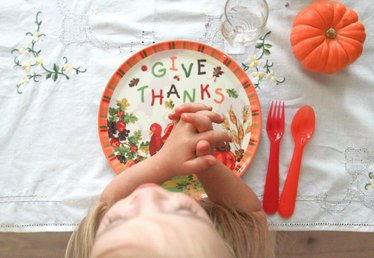 9 Thoughtful Ideas on How to Set a Sweet Thanksgiving Table for Your Kids