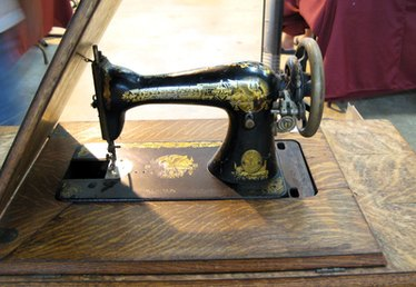 How to Paint a Singer Sewing Machine