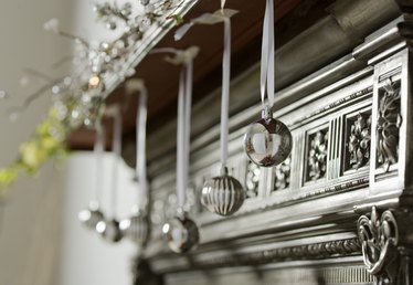 Holiday Mantels to Envy