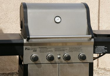 How to Cook With a Gas Grill