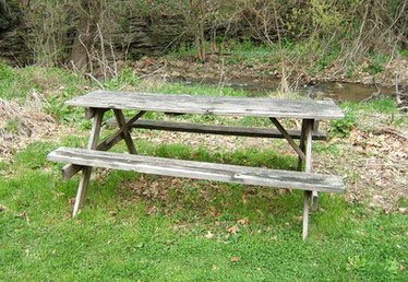 How to Cover Picnic Table Benches