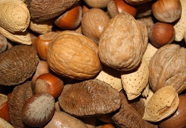 How to Identify Hickory Nuts