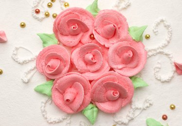 How to Pipe Buttercream Roses: For Beginners