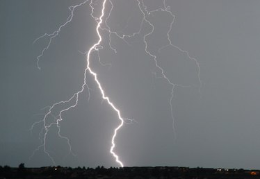 How Does Thunder & Lightning Occur?