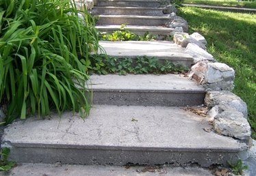 How to Build Outdoor Steps on a Steep Incline