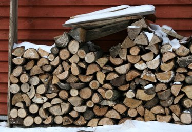 How to Build an Outdoor Firewood Shelter