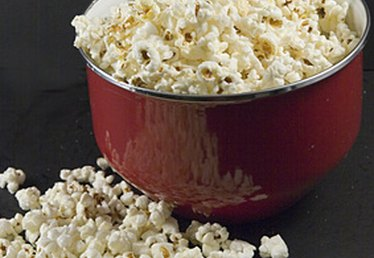 How to Pop Popcorn in a Bowl in the Microwave