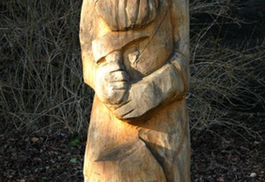 Step-by-Step Instructions for Chainsaw Carving