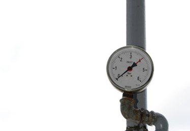 How to Use a PSI Pressure Gauge to Measure Water Tank Levels