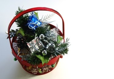 How to Line a Gift Basket