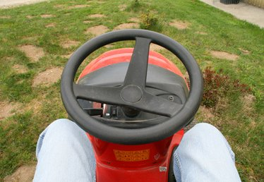 How to Troubleshoot a Toro Lx 500 Riding Mower
