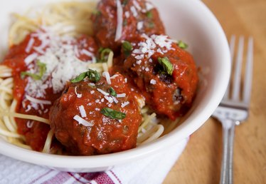 What Sides Go With Spaghetti & Meatballs?