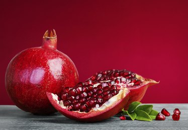 10 Ways to Eat Pomegranates