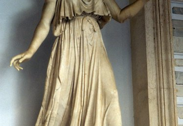 How to Make a Greek Toga for Girls Without Sewing