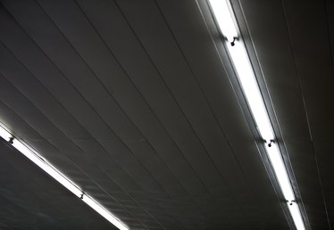 My Garage Lighting Fluorescent Lights Are Slow to Come On