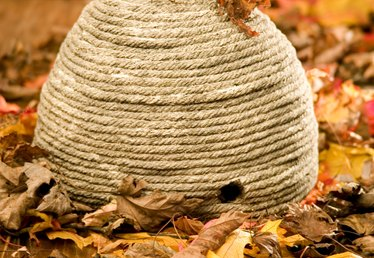 How to Make a Beehive Out of Yarn