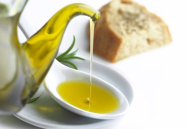 How to Make a Dipping Oil for Bread