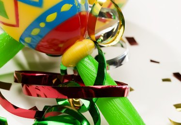 How to Make Maracas From Recycled Materials