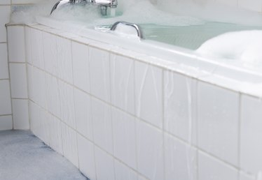 What Types of Bathtub Liners Are Available?