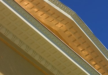 How to Install Vinyl Siding on Eaves & Overhangs