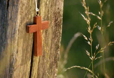 Making Small Size Wooden Crosses