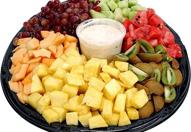 How to Decorate for a Kid's Party With Fruit Platters