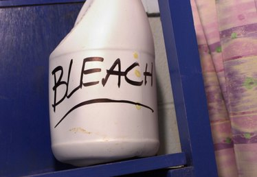 How to Bleach Something From Black to White Clothing