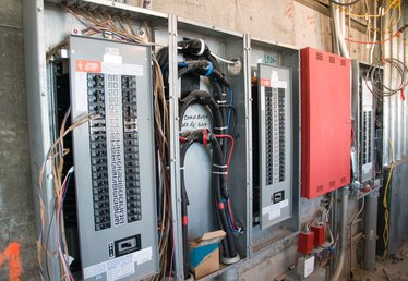 How to Wire a 220 Volt Ground Fault Circuit Breaker