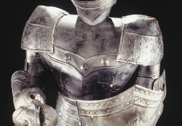How to Make a Knight Costume With Duct Tape for Children