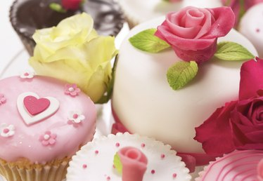 What Is the Difference Between Fondant and Gum Paste?