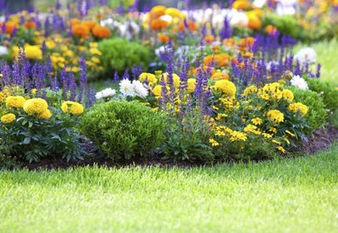 How to Keep Grass From Growing in Flower Beds