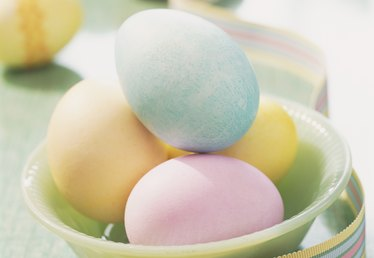 How to Prepare Easter Eggs for Decorating
