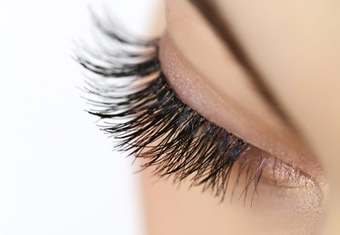 Home Remedy for Thick Eyelashes