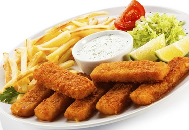 Foods to Eat With Fish Sticks