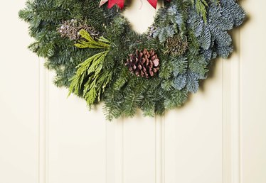 How to Make a Simple Wreath for the Front Door