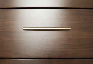 The Proper Height to Mount Drawer Handles on a Kitchen Cabinet