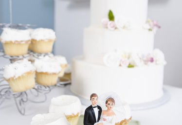 How Far in Advance Can You Make Cupcakes for a Wedding?