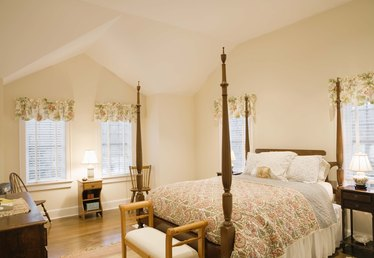 Decorating Ideas for a Four Poster Bed