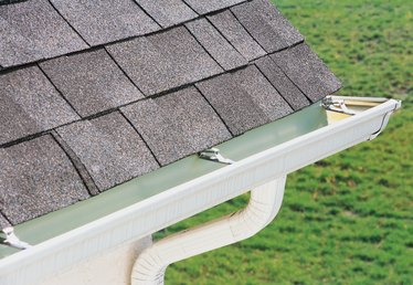 How to Use Bleach to Clean a Shingle Roof