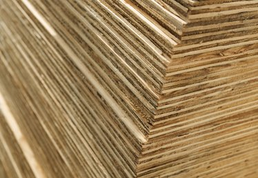 What Thickness of Plywood to Use on a Floor?