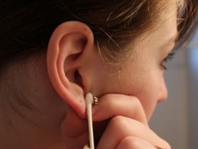 How to Clean an Ear Piercing