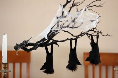 Halloween hanging branch centerpiece