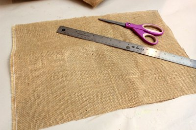 Cut the burlap to size