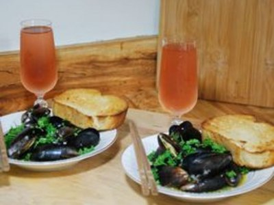How to Cook Mussels In A Garlic White Wine Sauce