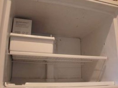 How to Clean and Defrost a Refrigerator